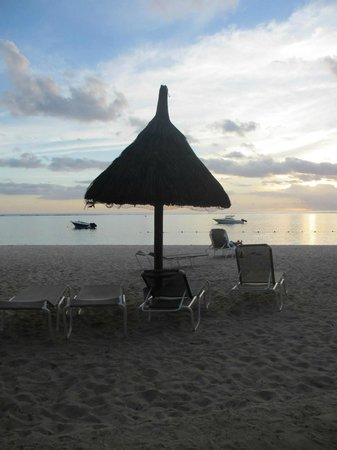 La Pirogue Resort & Spa: Beach