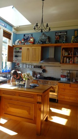 Lilac Rose Boutique Bed and Breakfast: Lovely kitchen