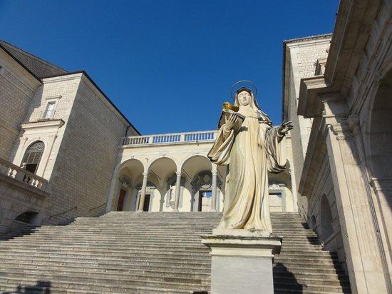 Monte Cassino Battlefield Tours : Wejście do świątyni