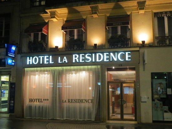 Hotel La Residence: Hotel at night
