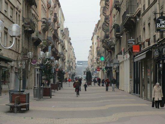Hotel La Residence: Rue Victor Hugo