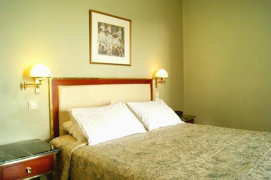 BEST WESTERN Ilisia Hotel : Guestroom