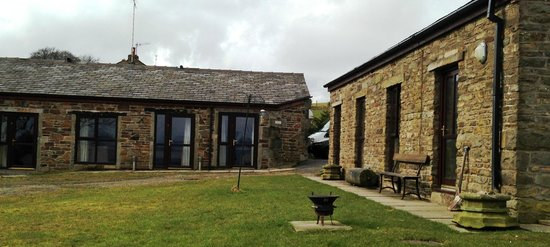 Fernhill Bed and Breakfast: Outside view of rooms