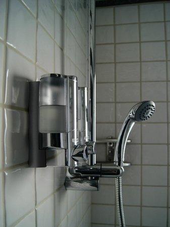 Best Western Ilisia Hotel: Bathroom