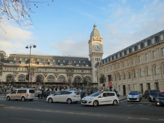 Hotel Terminus Lyon: Gare de Lyon from front of hotel