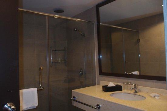 Furama Bukit Bintang: bathroom