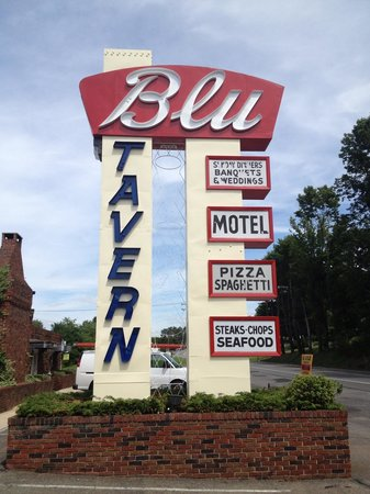 ‪Blu Tavern Restaurant & Motel‬