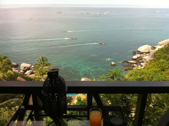 Aminjirah Resort: Breakfast from our private balcony