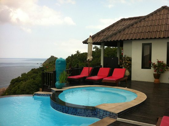 Aminjirah Resort: Our Villa-direct access to the pool