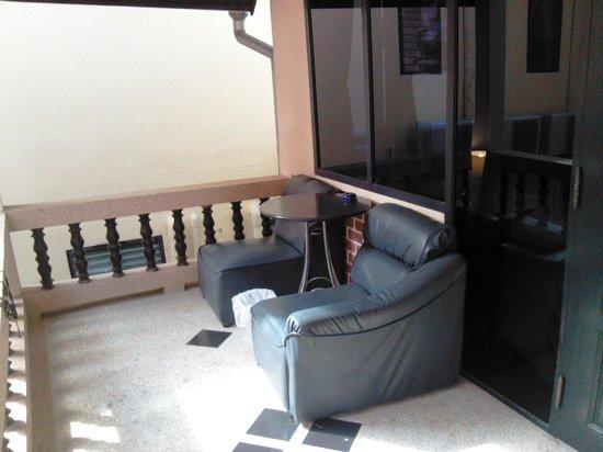 Dream Garden Hostel: Outside the room