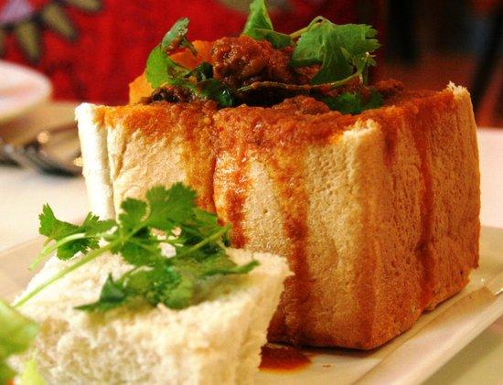 De'Ma. Restaurant: Bunny Chows