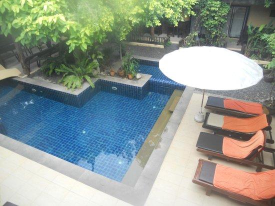 Phra Nang Inn: Vista piscina grande