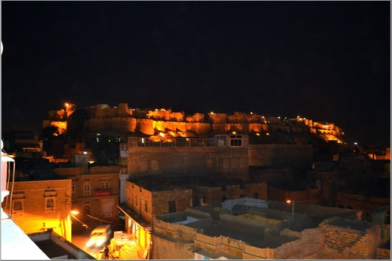 Hotel Jaisal Palace: Fort @ Night from the Hotel