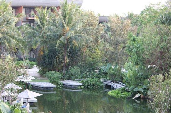 เรเนซองส์ ภูเก็ต รีสอร์ท แอนด์ สปา: Nice gardens