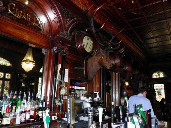 Stag's Head: Inside the Stags Head