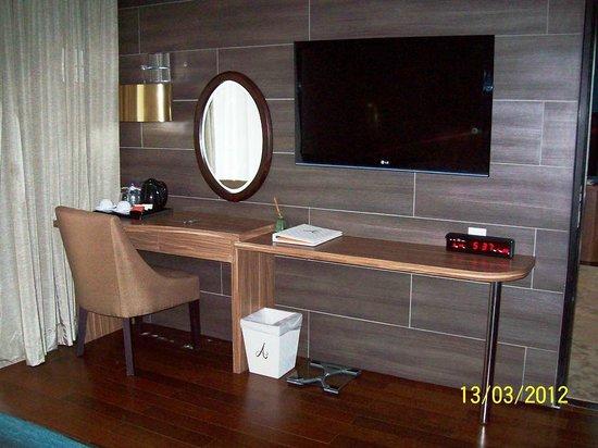 Amaroossa Suite Bali: in the bedroom