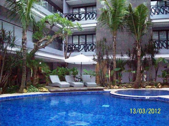 Amaroossa Suite Bali: swimming pool