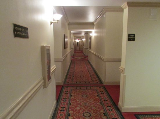 The Siena Hotel: Corridors are well appointed