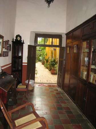 Casa Tía Micha: Hotel entryway from street