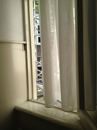Hotel Hortus: Window with scaffolding outside