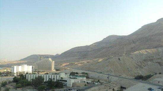 David Dead Sea Resort & Spa: Вид из номера на горы