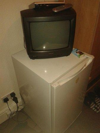 Chiswick Court Hotel : frigo e tv