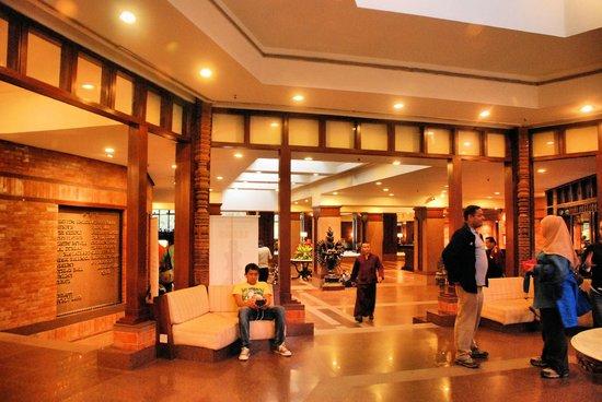 هوتل ياك آند يتي: Hotel Yak and Yeti