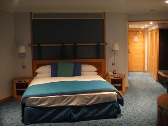 Jumeirah Beach Hotel: big room