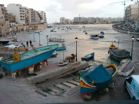 ‪هوتل أرجنتو: The bottom end of Spinola Bay‬