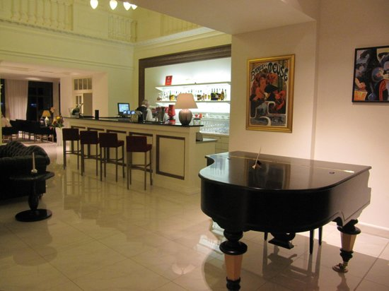"Hotel Kolonada: В холле отеля ""Колонада"""