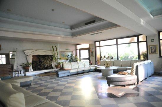 Una delle ampie sale dell'Hotel Mariotti a Lido di Camaiore