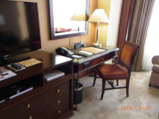 Diamond Hotel Philippines: 機能的な部屋