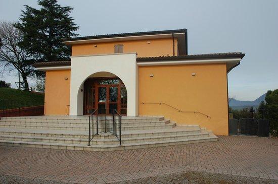 Villa del Poeta: la facciata d'ingresso
