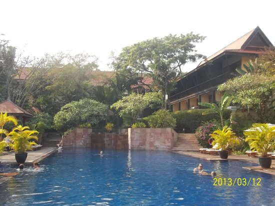 فيكتوريا أنجكور ريزورت آند سبا: The lovely salt pool. It helps the sunburn!!