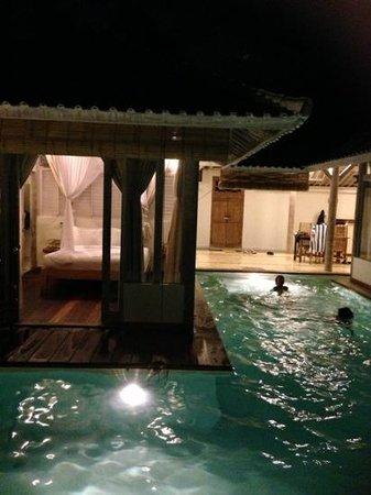 Villa Laksmana Hideaway 1: Pool and bedroom at night ..... Kids having a ball!