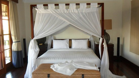 Karma Kandara: One of the main suites, comfy bed