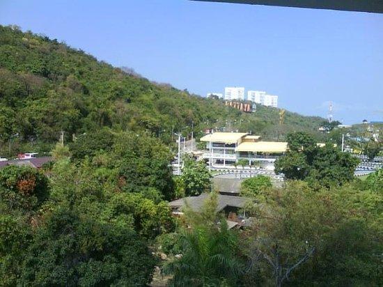 The Monaco Residence: Blick aus dem 5.Stock auf die GoKart-Rennbahn