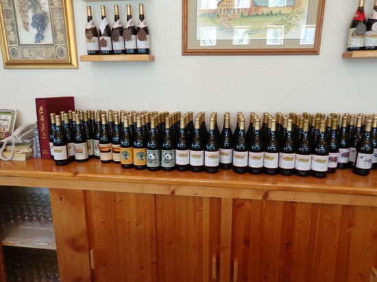 Abingdon Vineyard & Winery: Some of their wines