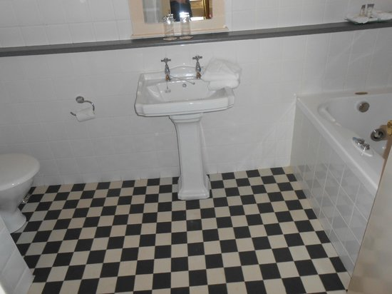 Victoria House Hotel: Bathroom