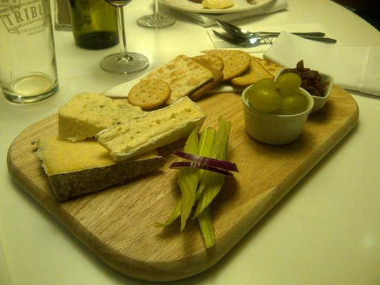 Mannings Hotel : This is my favourite Cornish cheese board.  Beer went down well too !