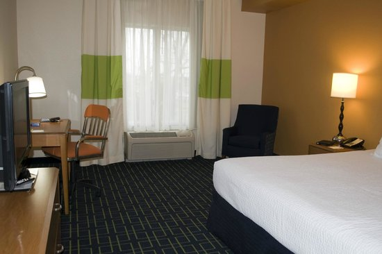 Fairfield Inn & Suites Carlisle : Room 205