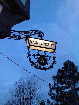 Meisterhaus: Enseigne