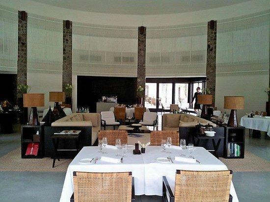 Amansara: Dining room