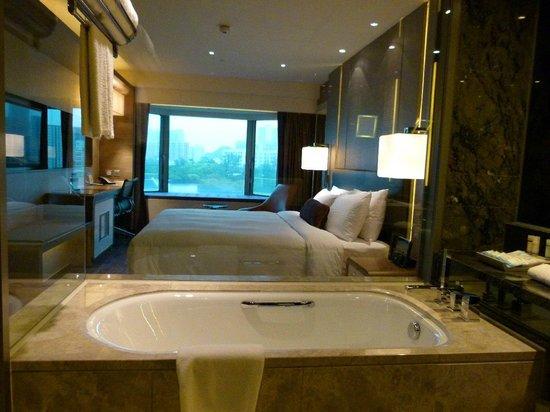 Royal Plaza Hotel Transparent Toilet