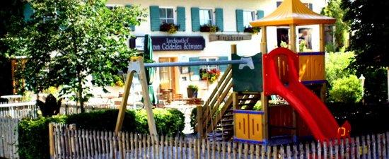 Landgasthof zum Goldenen Schwanen: Biergarten mit Kinderspielplatz