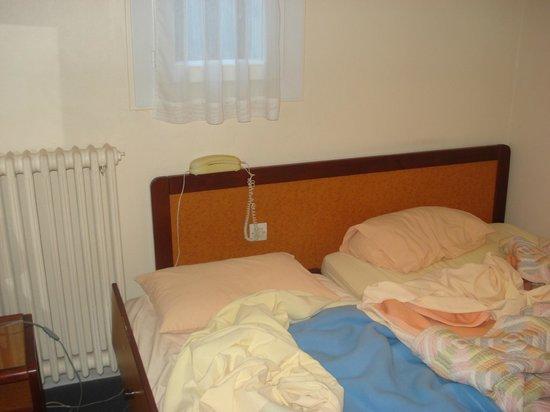 Hotel les Troenes: letto con aggiunta di brandina