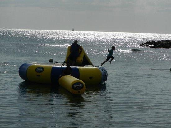 Windjammer Landing Villa Beach Resort : fun water trampoline