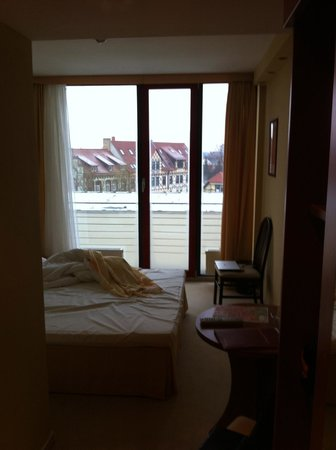 Balneolum Hotel: My 2nd floor room (from near the door) and the view of some older buildings outside.