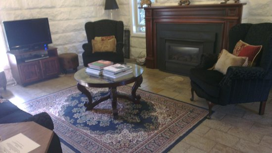 The Loft In The Mill Boutique Accommodation: Cosy sitting area