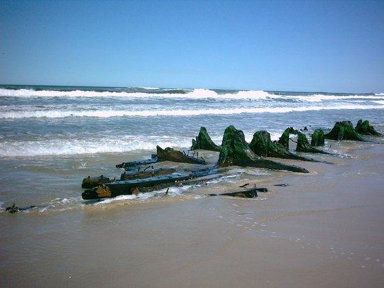 Cabo Polonio, Uruguay: pecio en la playa sur